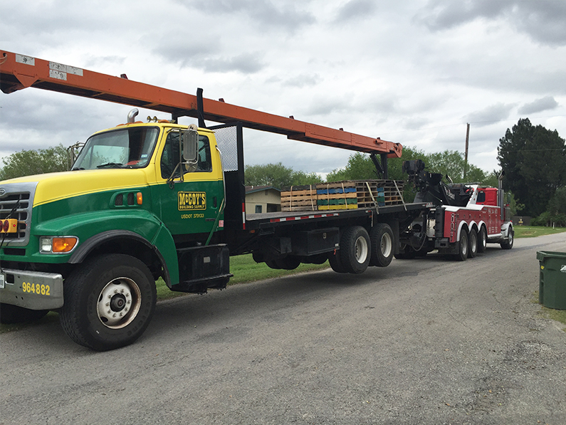 Heavy Duty Semitruck Towing by La Feria Wrecker Service in Harlingen, Texas